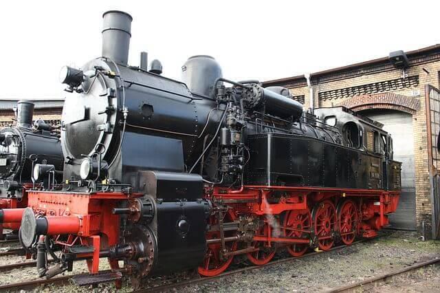 steam-locomotive-205285_640