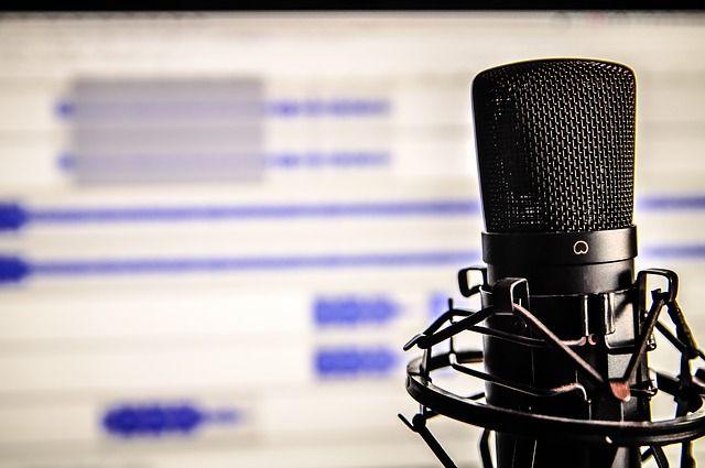 microphone-338481_640-compressor