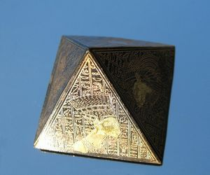 pyramid-242183_640-compressor