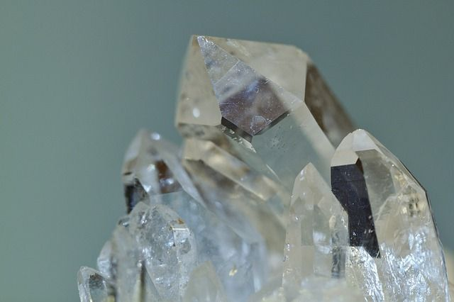 rock-crystal-397955_640-compressor