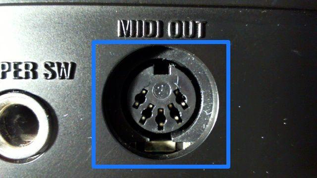 電子ピアノのミディアウト端子