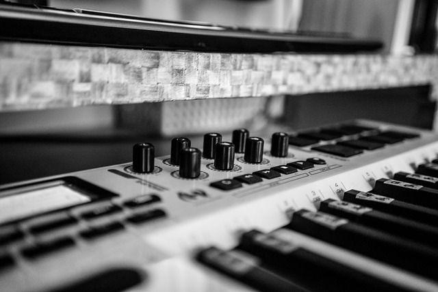 music-1045466_640-compressor