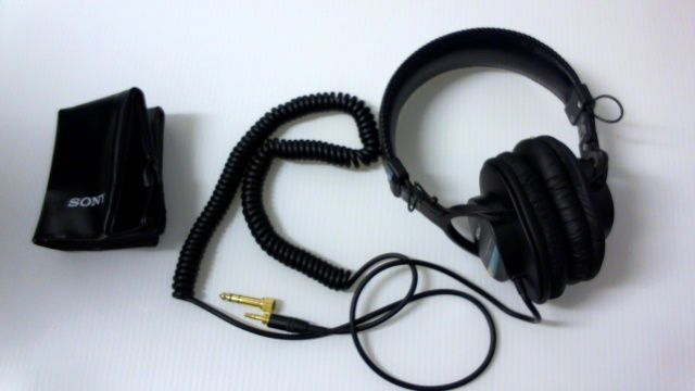 monitor headphone sony mdr 7506 hole view